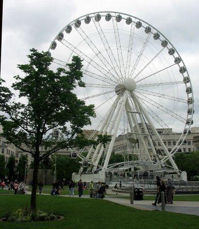 Piccadilly Gardens: Manchester Eye- the big wheel