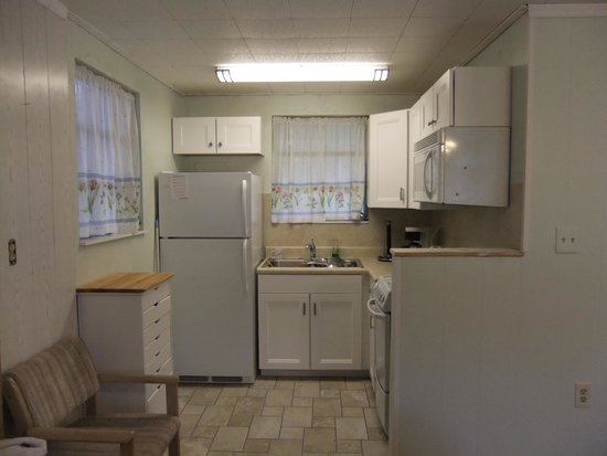 King's Bay Lodge: Kitchenette