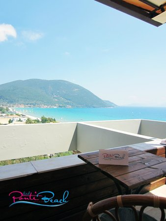 Ponti Beach Hotel: view from the bar