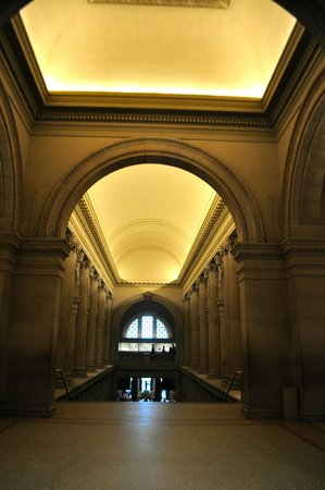 The Metropolitan Museum of Art: Entrance from lobby to second floor