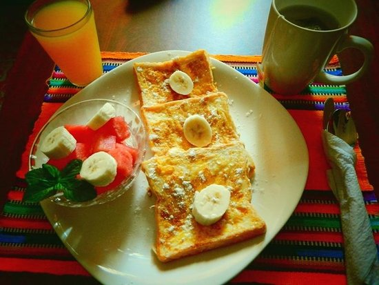 Casa Las Canchitas Bed and Breakfast: Enjoy one of our breakfast options like french toast and fresh fruit. Breakfast included!