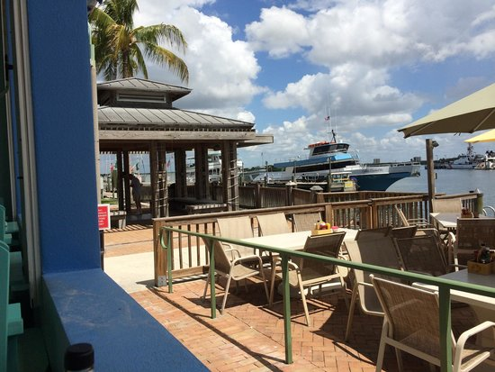 Nervous Nellie's Ft Myers Beach : It's all about the atmosphere, but the food is great, too!