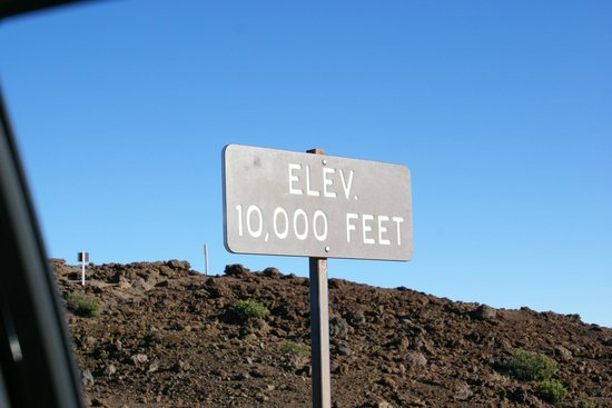 Haleakala Crater: The observation deck is about 23' higher.