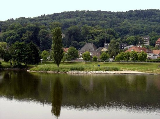 Deutsches Haus Philoxenia : περίπατος στο ποτάμι στο Hameln