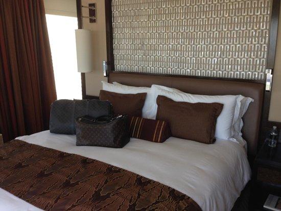 Mandarin Oriental, Las Vegas: The Strip view suite bed (very comfortable)