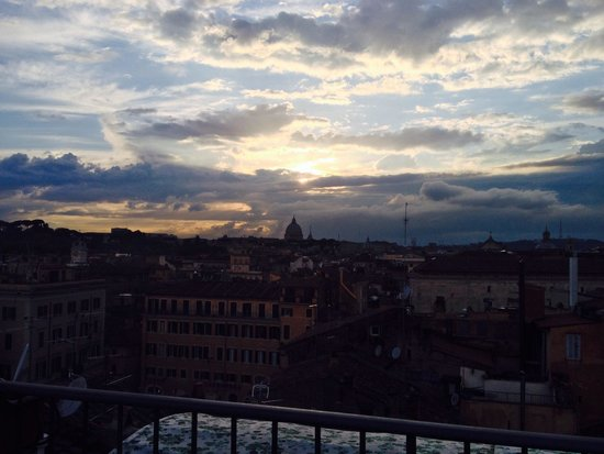 Boutique Hotel Campo de Fiori: View of St. Peter's from the gorgeous roof deck