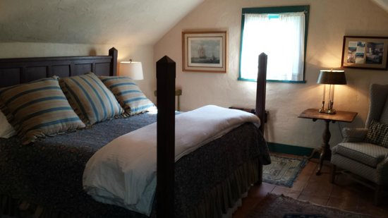 Settlers Crossing Bed and Breakfast: One of two bedrooms