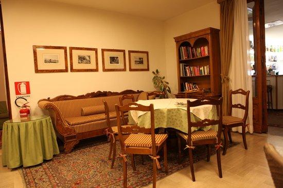 Hotel Garden: Dining room