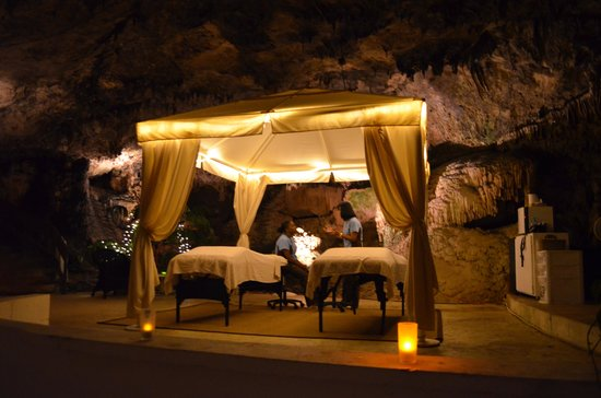 Grotto Bay Beach Resort & Spa : Our couples massage in the cave