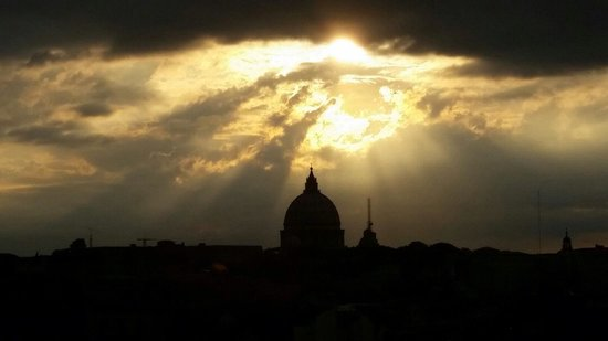 Boutique Hotel Campo de Fiori: Glorious view of St. Peter's from roof deck