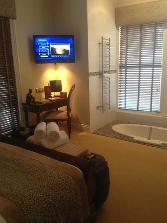 The Clarence Hotel: Room 1 - Sunken bath in the room