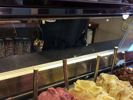 Mokarico Caffe: Not very clean