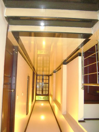 Hotel Vels Court: Another Passage!