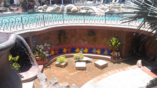 Los Cabos Golf Resort: pool area with private sitting area below