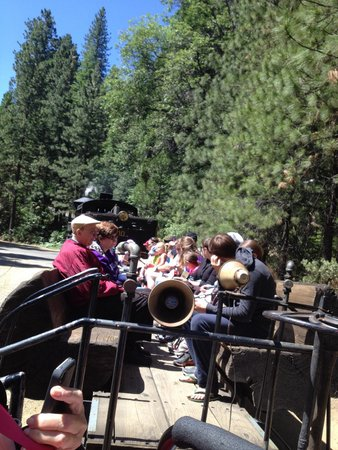 Yosemite Mountain Sugar Pine Railroad : Fresh air on the steam train
