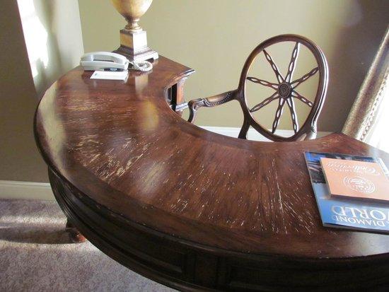 Oheka Castle: Abused desk