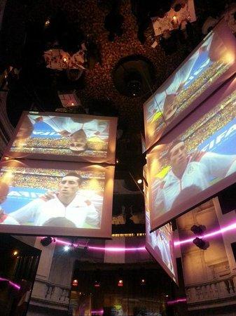 Elle Restaurant: Maxy schermi per le partite dei mondiali.