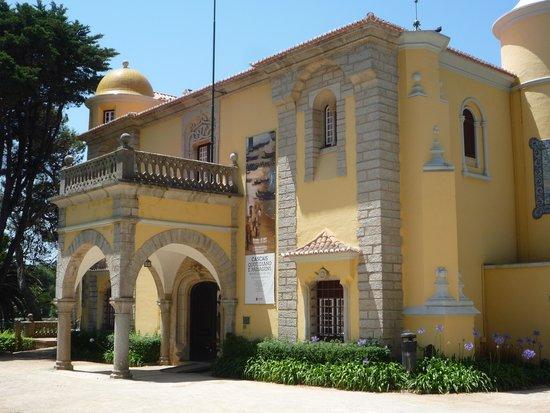 Marechal Carmona Park: villa à l'entrée du parc