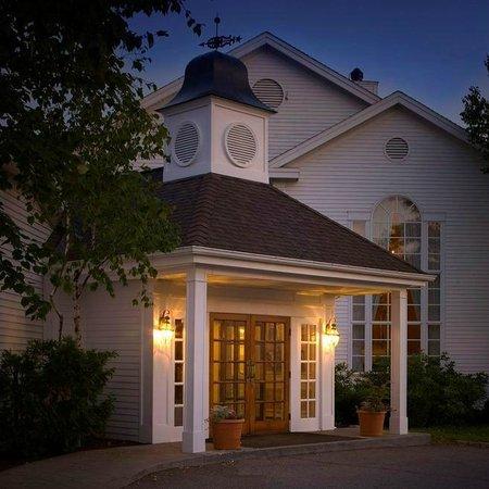 The Copperfield Inn Resort: Night Exterior