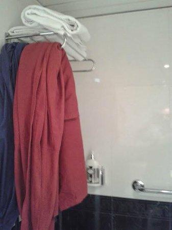 Hotel Gravina Cinco: doccia