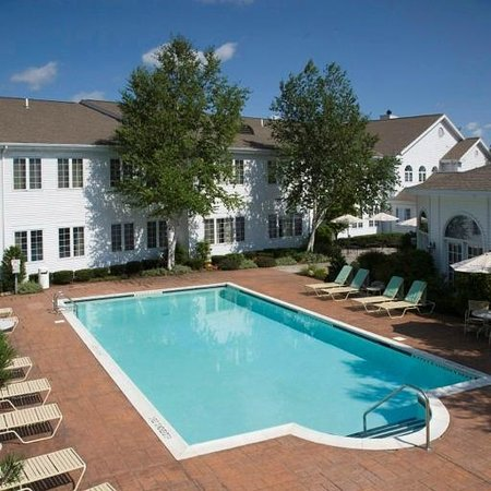 The Copperfield Inn Resort: Heated Pool