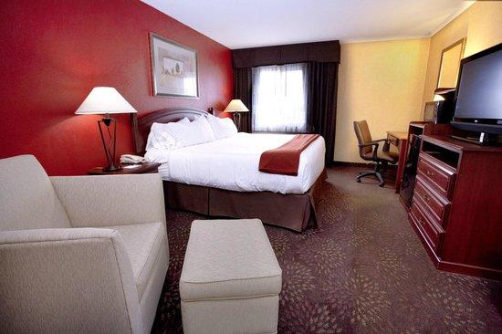 Holiday Inn Express Jamestown: King room