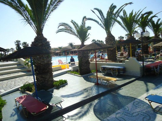 Eurovillage Achilleas Hotel : Hotel grounds with a sneak peak of the pool