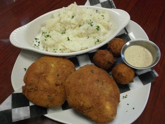 Reel In Restaurant LLC : Fried Crabcake platter