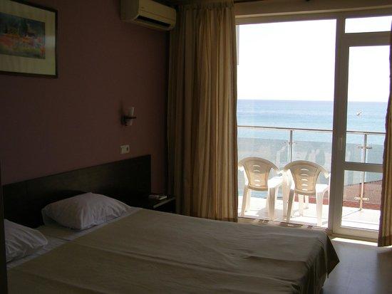 The Valeo Hotel: room
