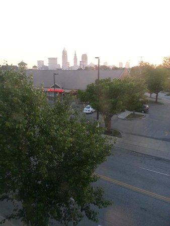 The Cleveland Hostel : Sunrise over Cleveland in June