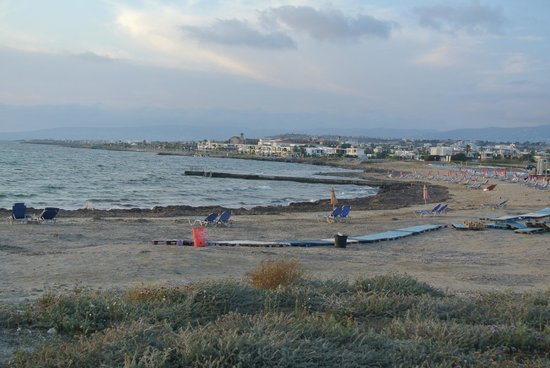 Kefalos Beach Tourist Village: uitzicht op kefalos beach als je naar de haven loopt via pad langs de zee