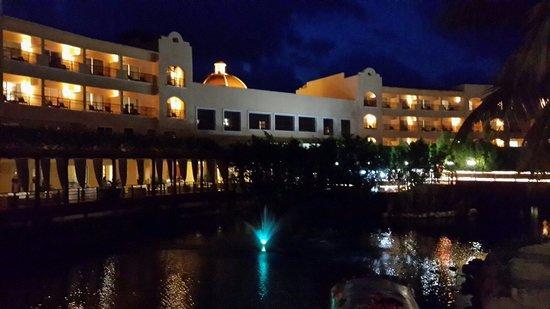Hacienda Tres Rios: De noche