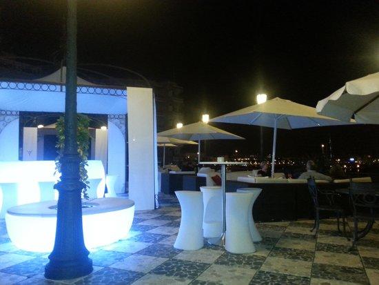 Gran Melia Victoria: Dry Bar at night