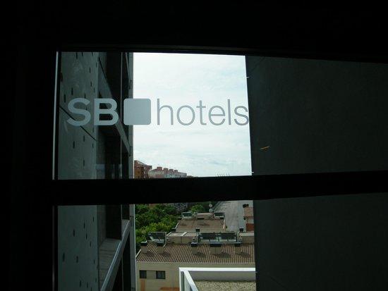 Hotel SB Plaza Europa: Window on the floor