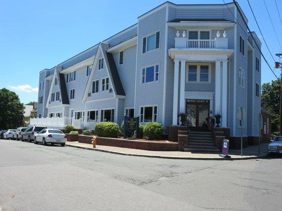 Winthrop Arms Hotel & Restaurant