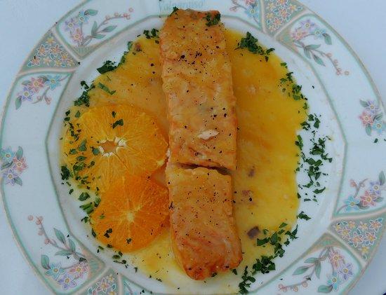 Restaurante Valparaiso: Salmon con Salsa de Naranja