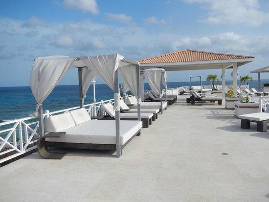 Grenadian by Rex Resorts: Luxury Relaxing Pool Side with Bar/Restaurant overlooking Caribbean Ocean