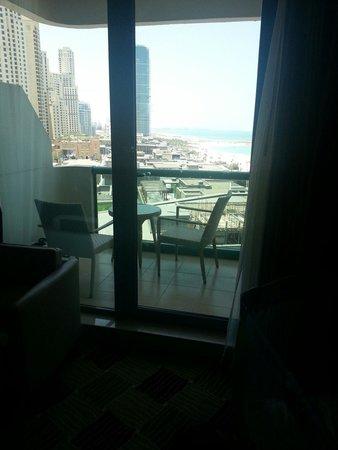 Hilton Dubai Jumeirah : Room 732 executive suite balcony
