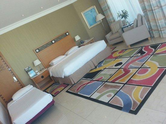 Hilton Dubai Jumeirah : Room 502 corner room overlooking the beach