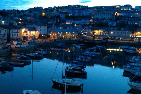 Sampford Guest House: Harbour at twilight
