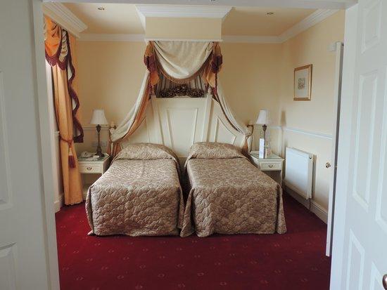 Grange Hotel: part of suit bedroom