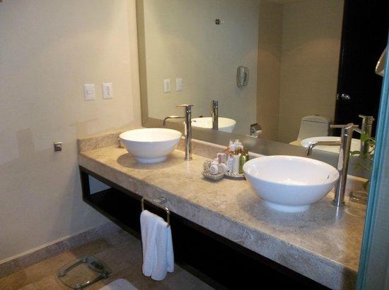 Dreams Puerto Aventuras Resort & Spa: Bathroom