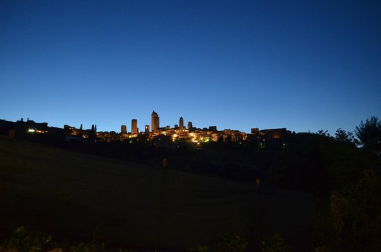 Sulle Orme di Dante Agriturismo: vista di notte