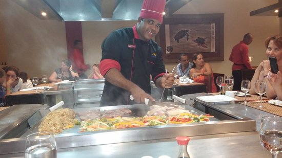Grand Palladium Punta Cana Resort & Spa: Santo whipping up our delicious habichi meal