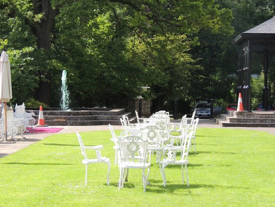 Grange Hotel: garden.