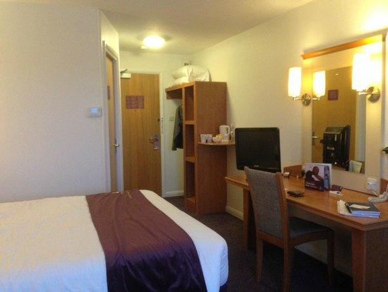 Premier Inn Blackburn South (M65, J4) Hotel: Spacious room