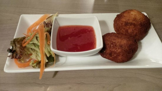 The Famous Peacock Inn: Fishcakes with sweet chilli sauce
