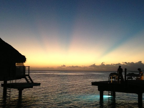 Manava Beach Resort & Spa - Moorea : sunset over the pacific from the bungalow