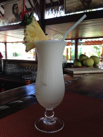Manava Beach Resort & Spa - Moorea : Yummy Pina Colada at the bar.