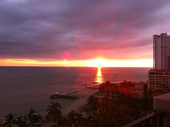 Friendly Vallarta All Inclusive Family Resort: Hermosos atardeceres en torre b! :) <3